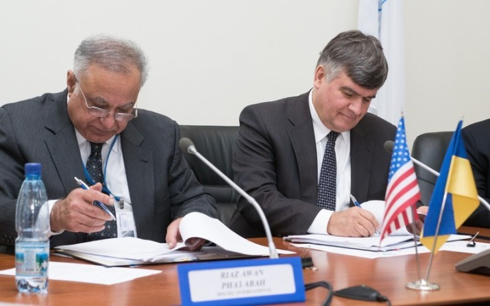 Holtec's Senior Vice President of International Operations, Riaz Awan, (Left) and Energoatom's AtomProjectEngineering General Director, Oleksandr Rybchuk, (Right) Sign a Contract Amendment Document Firming up the Project Schedule.